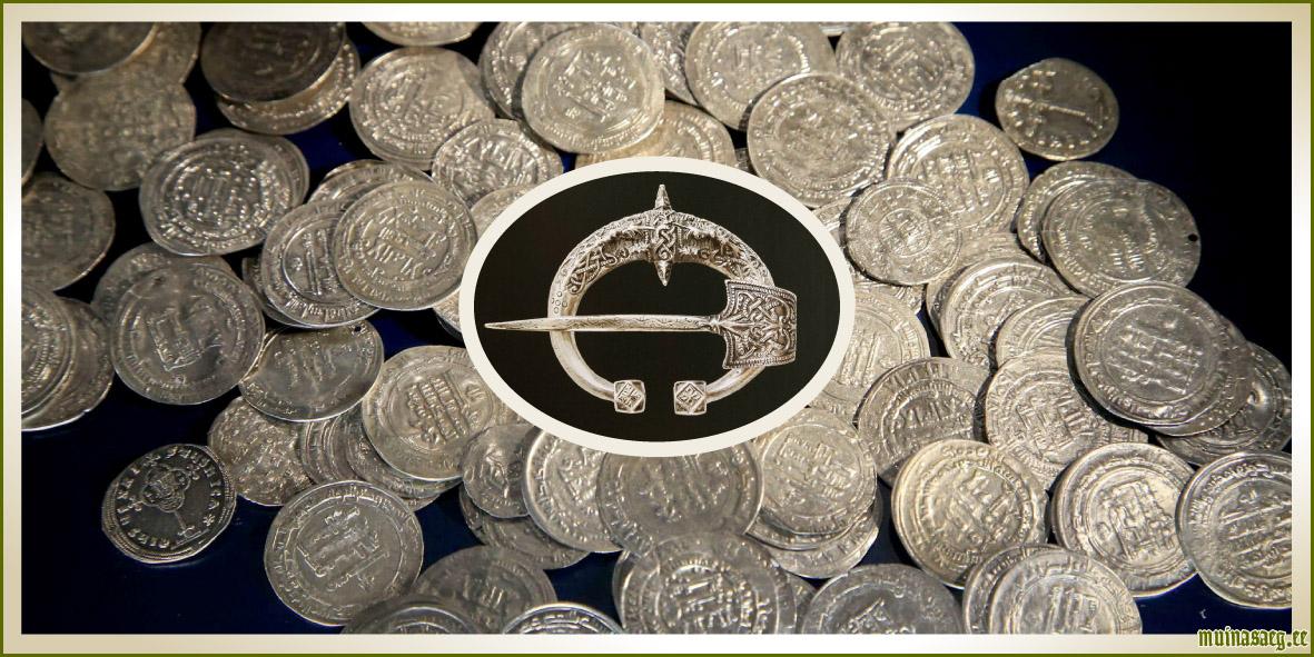89ae5282118 Pildil: Eestist leitud araabia hõbemündid (10. saj / foto: Margus Ansu).  Muhumaalt leitud hõbesõlg (13 saj / pilt: Arheoloogiamuuseum).